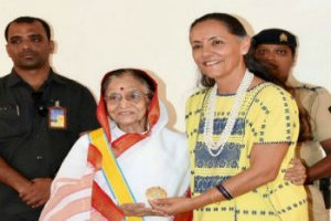 Former Indian President of India Pratibha Patil conferred the Orden Mexicana del Aguila Azteca award