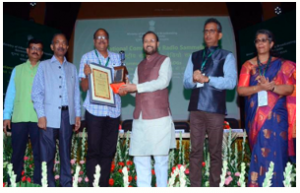 I&B ministers award excellence to community radio channels
