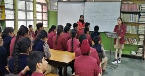 Lucknow students read books for 45 minutes
